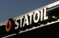 Логотип Statoil на заправке в Варшаве 5 февраля 2012 года. Норвежская Statoil решила избавиться от 20-процентной доли в Трансадриатическом газопроводе (TAP), проектируемом ради доставки азербайджанского газа в Европу, сообщил глава Госнефтекомпании Азербайджана (ГНКАР). REUTERS/Kacper Pempel