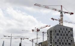 L'amélioration des perspectives de demande de logements neufs se confirme en France et le climat conjoncturel est moins dégradé dans l'artisanat du bâtiment, selon des enquêtes publiées vendredi par l'Insee. /Phot prise le 2 juillet 2015/REUTERS/Régis Duvignau