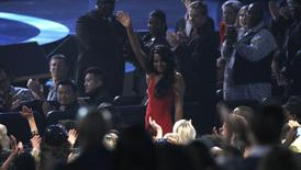 Bobbi Kristina Brown acena durante evento em Los Angeles.  11/10/2012.   REUTERS/Mario Anzuoni