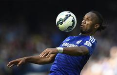 Didier Drogba, do Chelsea, durante lance do jogo contra o Crystal Palace, no Stamford Bridge. 03/05/2015 REUTERS/Dylan Martinez/Livepic