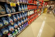 Downy softener and Tide laundry detergent, products distributed by Procter & Gamble, are pictured on sale at a Ralphs grocery store in Pasadena, California January 21, 2014.  REUTERS/Mario Anzuoni