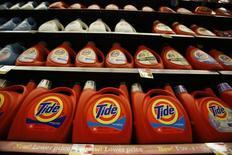Tide, une marque de  Procter & Gamble.  Le leader mondial des produits de grande consommation annonce une sixième baisse consécutive de son chiffre d'affaires trimestriel, conséquence du dollar fort. /Photo d'archives/REUTERS/Mario Anzuoni