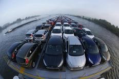 Les ventes de voitures neuves en Allemagne ont progressé d'environ 7% en juillet avec quelque 290.000 nouvelles immatriculations, /Photo d'archives/REUTERS/Wolfgang Rattay