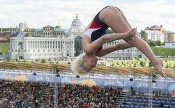 Rachelle Simpson of the U.S. dives during the women's 20m high dive event at the Aquatics World Championships in Kazan, Russia, August 4, 2015.  REUTERS/Hannibal Hanschke