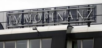 Логотип Immofinanz на крыше офисного здания в Вене. 2 апреля 2015 года. Австрийский девелопер Immofinanz AG Immofinanz с приходом нового гендиректора Оливера Шуми сместит акцент с России и будет в будущем инвестировать в Австрию, Германию и Польшу после того, как ставка на российский рынок вылилась в убыток по итогам года. REUTERS/Heinz-Peter Bader