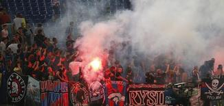 CSKA Moscow's supporters clash with stewards and policemen during their Champions League Group E soccer match against AS Roma at the Olympic Stadium in Rome September 17, 2014. REUTERS/Alessandro Bianchi (ITALY - Tags: SPORT SOCCER)