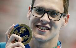 Australia's Mitchell Larkin celebrates with his gold medal after winning the men's 200m backstroke final at the Aquatics World Championships in Kazan, Russia August 7, 2015. REUTERS/Stefan Wermuth