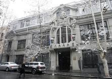 Вид на здание Национального банка Грузии в Тбилиси 31 декабря 2008 года. Национальный банк Грузии в среду повысил ставку рефинансирования до 6,0 процентов с 5,5 процента. REUTERS/David Mdzinarishvili