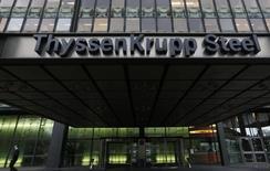 La sede de ThyssenKrupp Steel en Duisburgo, 29 de noviembre de 2013.  El grupo industrial alemán ThyssenKrupp reportó un salto de más de un tercio en su ganancia operativa trimestral, superando las previsiones gracias a sus ascensores y sus unidades siderúrgicas europeas.  REUTERS/Ina Fassbender