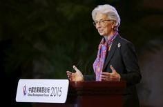 La directora gerente del FMI, Christine Lagarde, en Pekín el 22 de marzo de 2015. España debe seguir avanzando en la consolidación fiscal, reducir su endeudamiento y mejorar el mercado laboral para solucionar los problemas estructurales que sigue sufriendo a fin de mantener un ritmo sólido de crecimiento a medio plazo, dijo el viernes el Fondo Monetario Internacional en su evaluación anual de la economía del país. REUTERS/Jason Lee