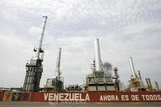 La refinería de petróleo El Palito, de la estatal venezolana PDVSA, en Puerto Cabello, Venezuela 23 de septiembre de 2009. La estatal Petróleos de Venezuela (PDVSA) dijo el jueves que continúan las labores de mantenimiento en una unidad de la refinería El Palito, con capacidad de 146.000 barriles por día (bpd), que comenzaron la semana pasada. REUTERS/Edwin Montilva