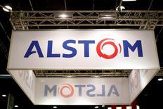 L'action Alstom bondit en tête de l'indice CAC 40 lundi matin à la Bourse de Paris, le marché saluant une information de l'agence Reuters selon laquelle General Electric devrait obtenir le feu vert des autorités européennes pour le rachat de la branche énergie d'Alstom. /Photo d(archives/REUTERS/Benoît Tessier