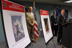 O agente especial do FBI Vincent Lisi (à direita), concede entrevista coletiva em Boston, nos Estados Unidos, nesta terça-feira. 18/08/2015 REUTERS/Brian Snyder