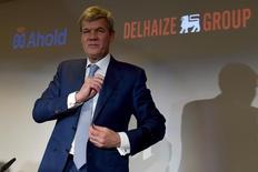 Dick Boer, PDG d'Ahold, Le titre du distributeur néerlandais grimpe fortement jeudi en Bourse d'Amsterdam après la publication de résultats trimestriels en forte hausse. /Photo prise le 24 juin 2015/REUTERS/Eric Vidal