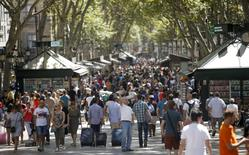 A man takes a selfie at Las Ramblas in Barcelona, Spain, August 16, 2015.  REUTERS/Albert Gea