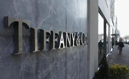Tiffany, qui a prévenu que son bénéfice annuel serait en recul, à suivre jeudi sur les marchés américains. /Photo d'archives/REUTERS/Gary Cameron