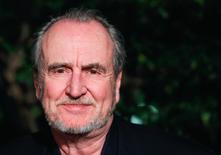 """El prolífico director de cine de terror Wes Craven, quien dirigió el clásico """"Pesadilla en Elm Street"""", murió el domingo por la tarde a los 76 años de edad, dijo su familia en un comunicado. En la imagen, Wes Craven en Los Ángeles el 24 de febrero de 2011. REUTERS/Lucas Jackson"""