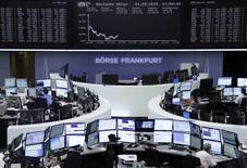 Помещение фондовой биржи во Франкфурте-на-Майне. 1 сентября 2015 года. Европейские фондовые рынки снижаются после публикации слабой производственной статистики Китая. REUTERS/Remote/Staff