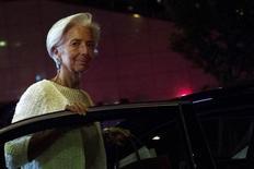 La directora gerente del FMI, Christine Lagarde, abandona una reunión de ministros de finanzas europeos en Bruselas, Bélgica. el 12 de julio de 2015. El crecimiento económico mundial probablemente será más débil de lo que se esperaba previamente, dijo el martes la directora gerente del Fondo Monetario Internacional, debido a una recuperación más lenta en las economías avanzadas y a una mayor desaceleración en los países emergentes. REUTERS/Eric Vidal/Files