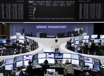 Les principales Bourses européennes ont ouvert en hausse mercredi après leur forte baisse de la veille. Le CAC 40 gagnait 0,63% à 07h23 GMT, le Dax (photo) progressait de 0,72% et le FTSE avançait de 0,49%. /Photo prise le 2 septembre 2015/REUTERS/Remote