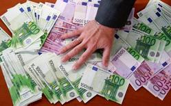 La croissance de l'encours des crédits aux entreprises en France a accéléré en juillet à 3,6% sur douze mois, un plus haut depuis mars 2012, contre 3,4% un mois plus tôt, selon les chiffres publiés mercredi par la Banque de France. /Photo d'archives/REUTERS/Andrea Comas