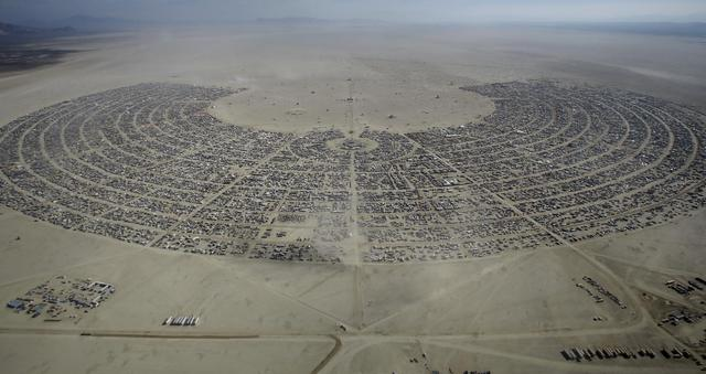 An aerial view of Burning Man 2015 ''Carnival of Mirrors'' arts and music festival in the Black Rock Desert of Nevada, September 2, 2015. REUTERS/Jim Urquhart