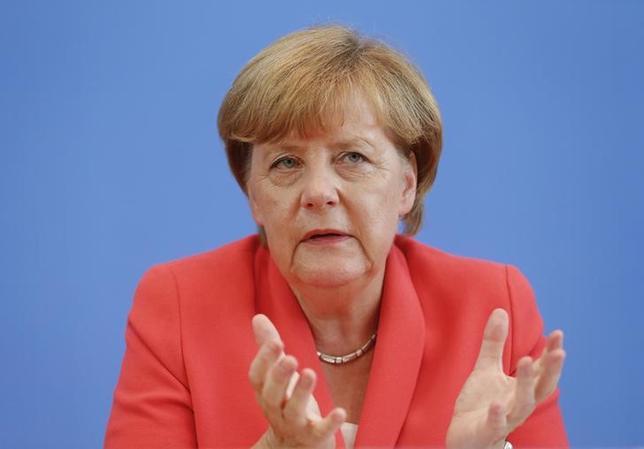 9月4日、メルケル独首相の8月の支持率は63%と、7月に比べ4%ポイント低下し、2012年12月以来の低水準となった。写真はベルリンで8月撮影(2015年 ロイター/Hannibal Hanschke)