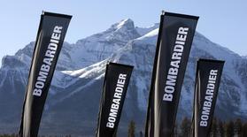 Баннеры с логотипом Bombardier в Лейк-Луиз, Канада 2 декабря 2009 года. Канадский машиностроительный концерн Bombardier отверг предложение китайской Beijing Infrastructure Investment Co (BII) о покупке до 100 процентов своего железнодорожного подразделения, свидетельствуют документы, оказавшиеся в распоряжении Рейтер. REUTERS/Andy Clark
