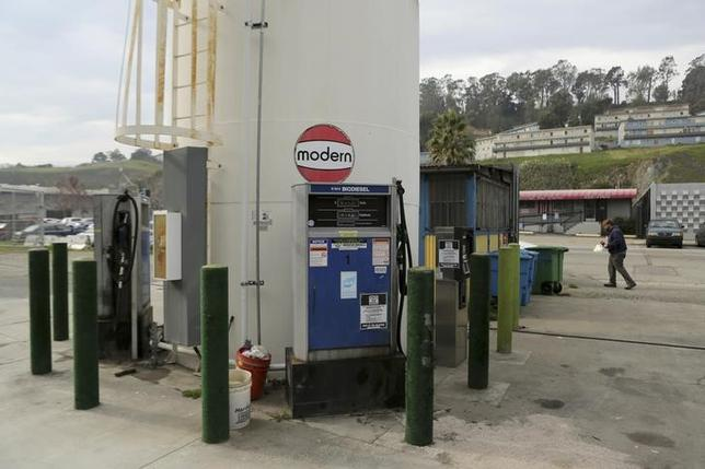 A biodiesel filling station is seen at Dogpatch Biofuels in San Francisco, California January 8, 2015. REUTERS/Robert Galbraith