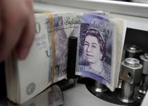 L'inflation britannique est redevenue nulle au mois d'août en raison notamment de la baisse des cours du pétrole. Les prix à la consommation ont augmenté de 0,2% d'un mois sur l'autre mais sont inchangés sur un an. /Photo d'archives/REUTERS/Sukree Sukplang