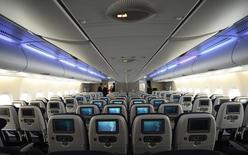 """L'équipementier aéronautique Zodiac Aerospace a prévenu mardi que son résultat opérationnel courant 2014-2015 serait """"significativement"""" impacté (-40%) par ses difficultés liées aux retards de livraison de sièges d'avions. /Photo d'archives/  REUTERS/Paul Hackett"""
