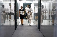 Mercedes Formula One driver Lewis Hamilton (R) of Britain walks from his team's garage after retiring from the Singapore F1 Grand Prix at the Marina Bay street circuit September 20, 2015. REUTERS/Edgar Su