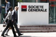 Société générale prévoit de supprimer 420 postes en France d'ici 2017 dans le cadre de son nouveau plan d'économies de 850 millions d'euros annoncé en août, /Photo prise le 7 mai 2015/REUTERS/Charles Platiau