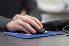 Ingenico s'attend à ce que le secteur du paiement sur internet connaisse une vague de consolidation similaire à ce qu'a vécu en moins de dix ans la partie physique de l'activité, a déclaré le PDG du spécialiste français des services de paiement, Philippe Lazare. /Photo d'archives/REUTERS/Samantha Sais