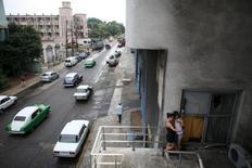 Girls use the internet to communicate at a Wi-Fi hotspot in Havana, September 22, 2015. REUTERS/Alexandre Meneghini
