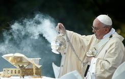 Pope Francis dispenses incense while celebrating Mass at the National Shrine of the Immaculate Conception for the Canonization Mass for Friar Junipero Serra in Washington. REUTERS/Kevin Lamarque
