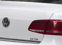 Volkswagen doit rapidement rappeler et rééquiper les modèles en cause dans un scandale de tests d'émission truqués pour amortir les retombées à long terme préjudiciables à sa réputation, estiment les concessionnaires et les organismes de protection du consommateur.. /Photo prise le 23 septembre 2015/REUTERS/Neil Hall