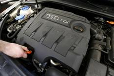 La justice allemande a ouvert lundi une enquête pour fraude concernant l'ancien président du directoire de Volkswagen Martin Winterkorn, en raison de la manipulation des tests sur les émissions polluantes des moteurs diesel du groupe. /Photo prise le 28 septembre 2015/REUTERS/Wolfgang Rattay