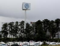 La planta de Volkswagen en Taubate, Brasil, 19 de junio de 2015.  Volkswagen extenderá su investigación interna sobre pruebas adulteradas de emisiones a uno de los automóviles a diésel que se venden en Brasil, dijo el martes un ejecutivo. REUTERS/Paulo Whitaker