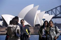 Chinese tourists take pictures of themselves standing in front of the Sydney Opera House in Sydney, Australia, September 28, 2015. REUTERS/David Gray