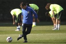 Técnico Dunga em treino da seleção em Santiago, no Chile, durante a Copa América. 18/06/2015 REUTERS/Ueslei Marcelino