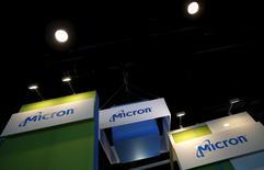 Le fabricant de mémoires Micron, qui a annoncé des résultats en baisse mais meilleurs qu'attendu pour son quatrième trimestre clos le 3 septembre, à suivre vendredi sur les marchés américains. /Photo d'archives/REUTERS/Kai Pfaffenbach