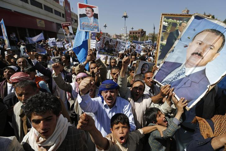 Supporters of Yemen's former President Ali Abdullah Saleh demonstrate during a show of support in Sanaa November 7, 2014. REUTERS/Khaled Abdullah