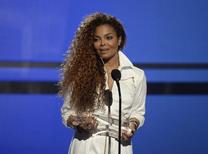 Janet Jackson accepts the Ultimate Icon Award during the 2015 BET Awards in Los Angeles, California, June 28, 2015.  REUTERS/Kevork Djansezian