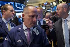Operadores trabajan en la Bolsa de Valores de Nueva York, 7 de octubre de 2015. REUTERS/Brendan McDermid