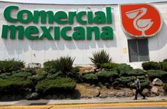 Imagen de archivo de una tienda de Comercial Mexicana en Ciudad de Méxicom ,ayo 14, 2010.  El regulador antimonopolios de México, COFECE, dijo el viernes que la minorista mexicana Soriana deberá abstenerse de comprar algunas de las tiendas que acordó adquirir a su rival Comerci o venderlas para obtener la autorización de la transacción anunciada por las firmas en enero.  REUTERS/Eliana Aponte
