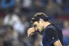 Roger Federer após derrota para Albert Ramos-Vinolas em Xangai. 13/10/2015 REUTERS/Aly Song