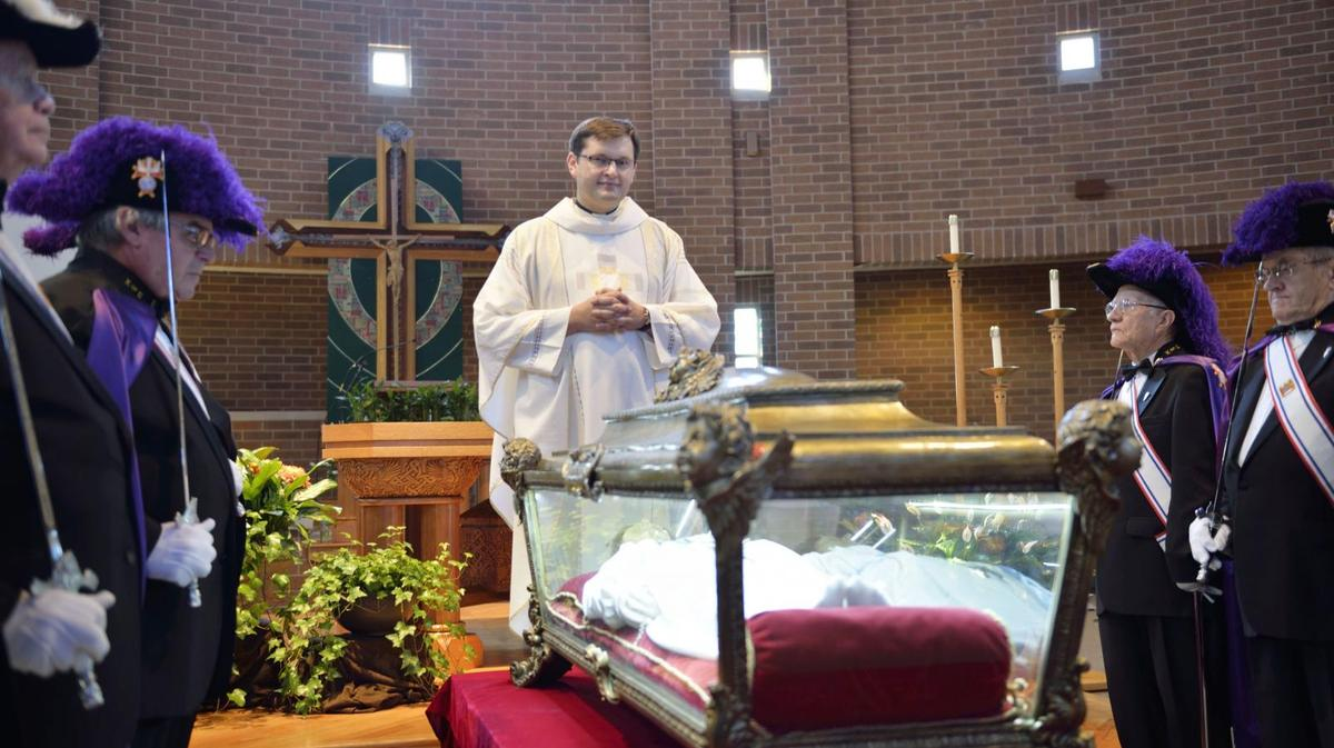 Thousands visit remains of youngest Catholic saint near Chicago