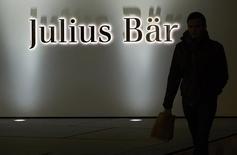 Logo do banco suíço Julius Baer visto em prédio da companhia em Lausanne, na Suíça.   14/11/2014   REUTERS/Denis Balibouse