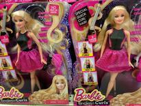 Mattel est l'une des valeurs à suivre vendredi sur les marchés américains. Le chiffre d'affaires du fabricant de jouets, qui a beaucoup de mal à relancer les ventes de la poupée Barbie, a baissé pour le huitième trimestre consécutif, à 1,79 milliard de dollars (-11,3%). /Photo d'archives/REUTERS/Mike Blake